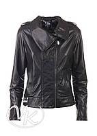 Черная кожаная куртка с воротником