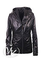 Черная кожаная куртка с капюшоном