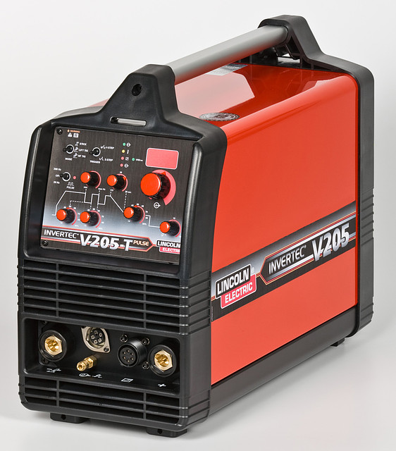 Инверторный аппарат Invertec V205-ТP-2V LINCOLN ELECTRIC