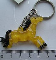Брелок  лошадь  длина с кольцом  7,5  см.