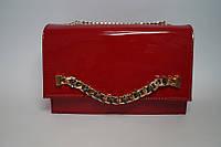 Небольшая женская красная лаковая сумочка