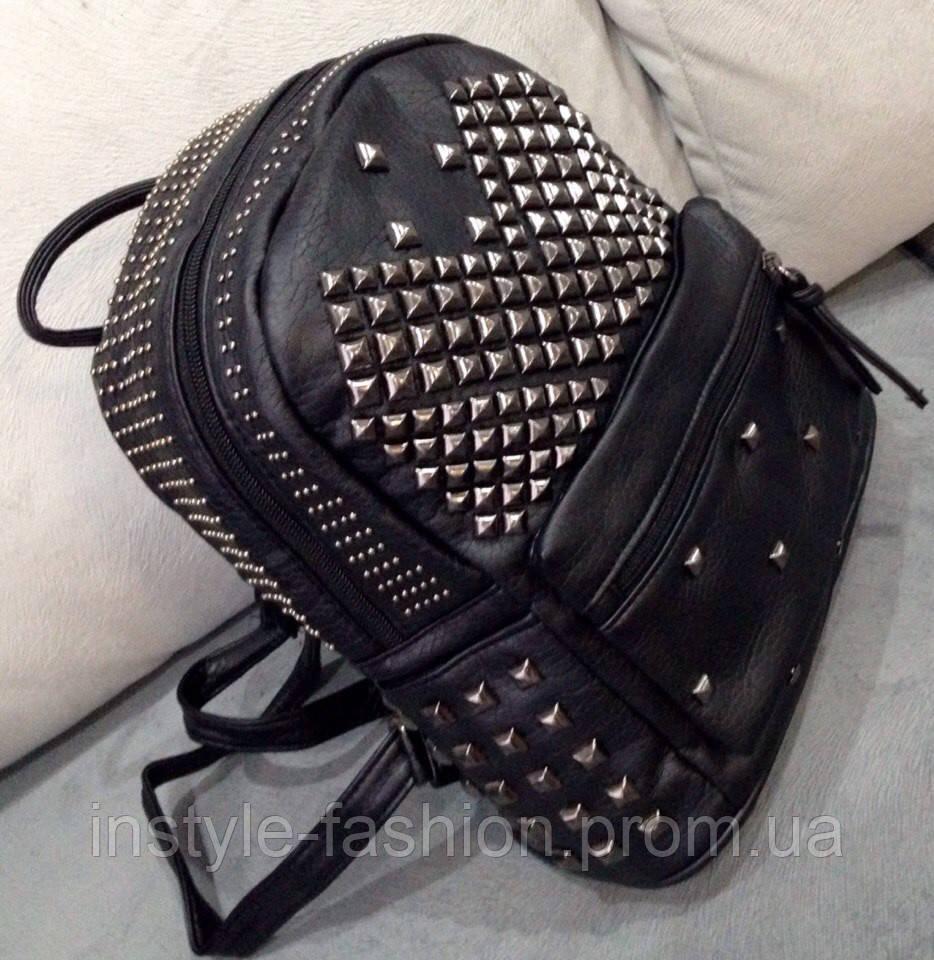 Рюкзак черный с заклепками