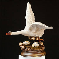 Эксклюзивная деревянная статуэтка Лебедь ручной работы