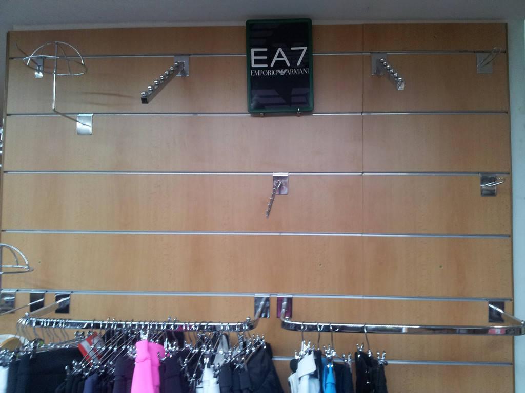 Торговое оборудование магазина спортивной одежды