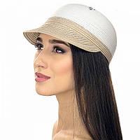 Женское кепи белого цвета с бежевого козырьком.