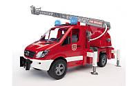 Bruder 02532 игрушка - пожарный автомобиль МВ Sprinter с лестницей, водяной помпой, светом и звуком
