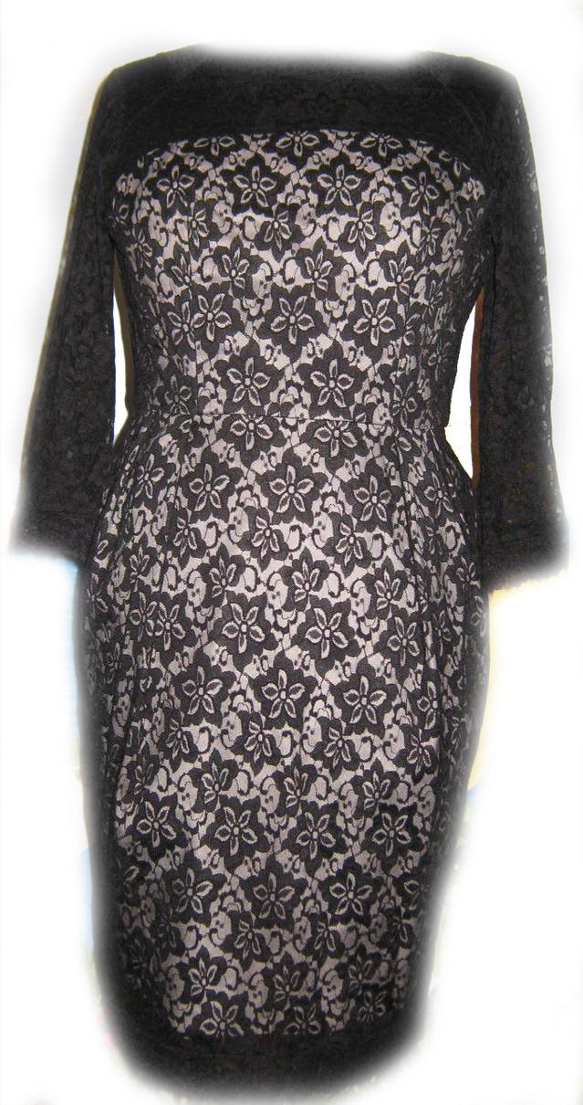 Нарядное женское платье из кружева