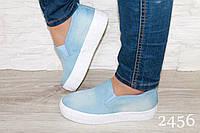 Слипоны светло-синий джинс на толстой белой подошве