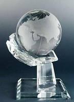 Фигурка Глобус в руке хрусталь