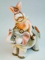 Фигурка  из керамики Ослик на слоне
