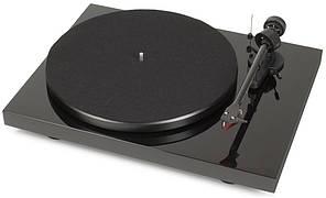 Проигрыватели виниловых дисков Pro-Ject Debut Carbon (2M-Red)