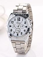 Модные серебристые часы с белым циферблатом.