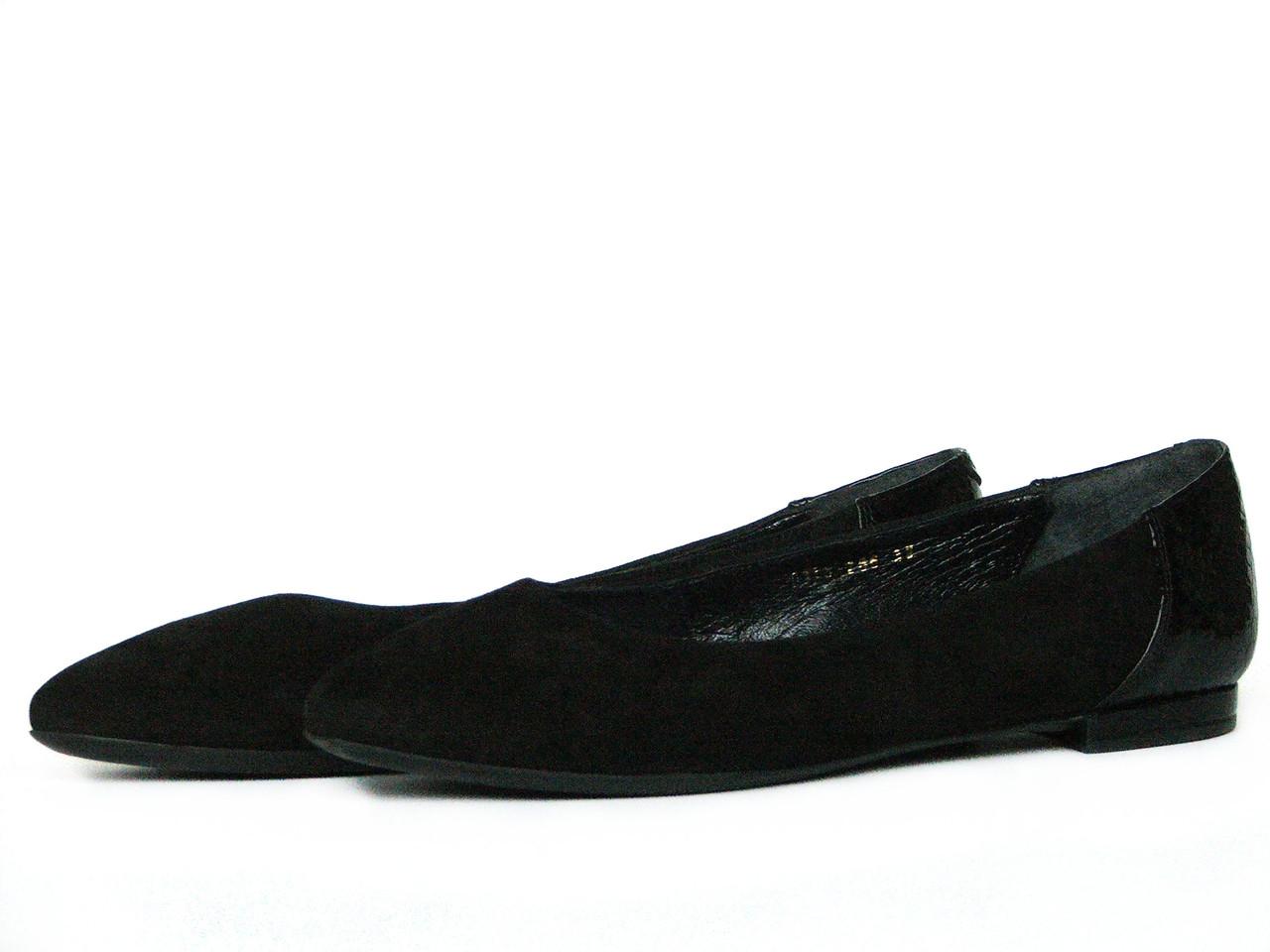 Черные замшевые балетки с лаковым задником