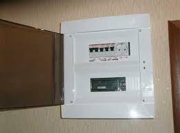 Установка электрического щитка, встроенного в стену