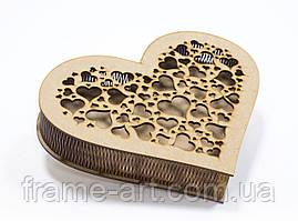 Шкатулка-сердце HEARTBOX03-3 с гравировкой и прорезной крышкой 25*20*4,5см