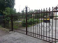 Кованые ворота смотрятся всегда изысканно, оригинально и неподражаемо