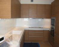 Кухонный фартук крашенный белый. Кухонная рабочая стенка из стекла. Декоративная краска. Под заказ. Днепр