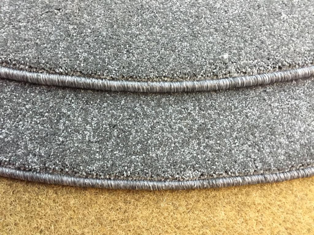 Изготовление круглых ковров из ковролина, оверлок края.