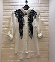 Молодёжная штапельная белая блузка с чёрными крыльями