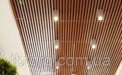 Кубообразный реечный потолок под дерево