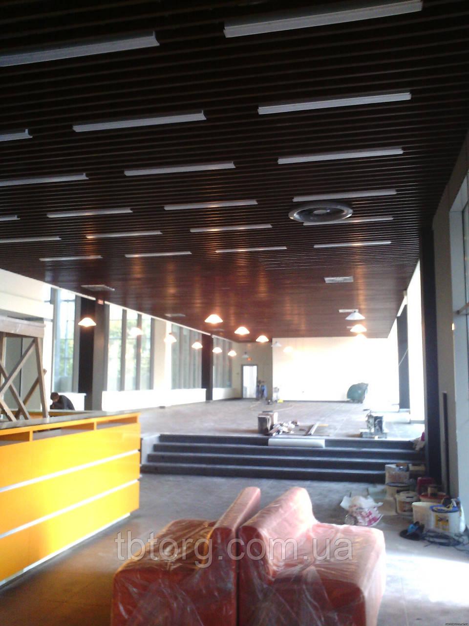 Кубообразная реечная отделка потолка