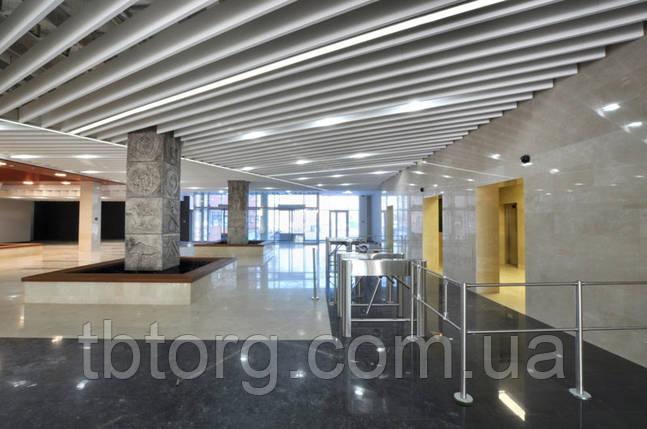Широкий реечный кубообразный потолок (монтаж), фото 2
