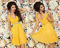 Очаровательное женское праздничное платье на бретелях с шифоновой юбкой с атасным поясом со стразами желтое