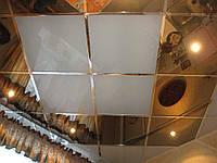 Подвесной металлический потолок в ванной. Золото