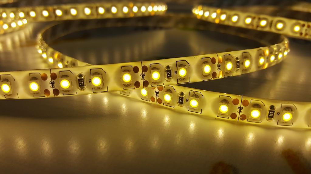 Светодиодная лента smd 3528 120д/м IP20 теплый белый