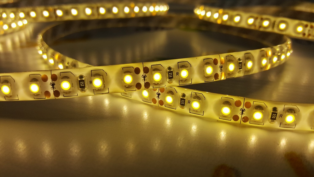 Светодиодная лента smd 3528 120д/м IP65 теплый белый