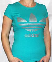 Женская футболка классического покроя с красивыми и уникальными рисунками и надписями