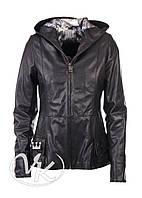 Черная кожаная куртка женская (размер М)