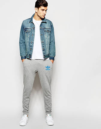 Мужские спортивные штаны Adidas серые с голубым принтом, фото 2