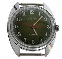 Восток дата механические часы СССР