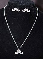 Оригинальный комплект бижутерии серебристый с кристаллами