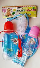Набор детский: 2 бутылочки, 2 соски ,слюнявчик, ёршик, ушные палочки. Пищевой пластик,  290мм, 150мм.