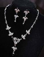 Нежный комплект бижутерии с кристаллами