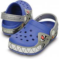 Кроксы для мальчика Акула мигают и светятся оригинал / Сабо Crocs Kids' Robo Shark Light-Up Clog