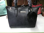 Женская черная сумка с меховым брелком, фото 5