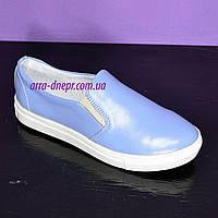 Туфли-мокасины женские  на утолщенной белой подошве из натуральной голубой кожи