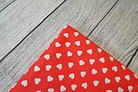 Лоскут ткани №140 ткань с беліми сердечками на красном фоне