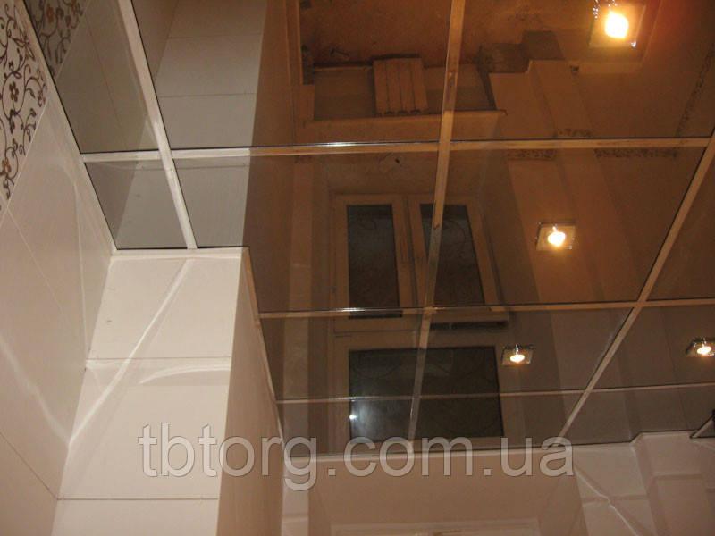 Подвесной металлический потолок в ванной 600х600. Зеркало