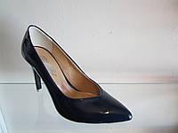 Туфли женские лакированные на шпильке
