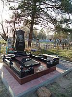 Гранитные мемориальные комплексы на могилу (нагробные комплексы из гранита)