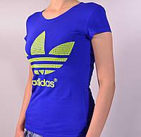 Молодежная женская футболка с логотипом Adidas синего цвета