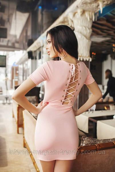 Короткое облегающее платье с разрезом и шнуровкой на спине  (2 цвета) 204