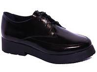 Туфли с небольшим каблучком и шнурками