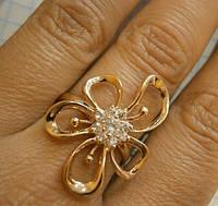 Золотое кольцо с фианитами в виде цветка