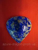 Камень в виде сердца из лазурита