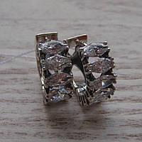 Оригинальные серебряные серьги со вставками из прозрачного фианита